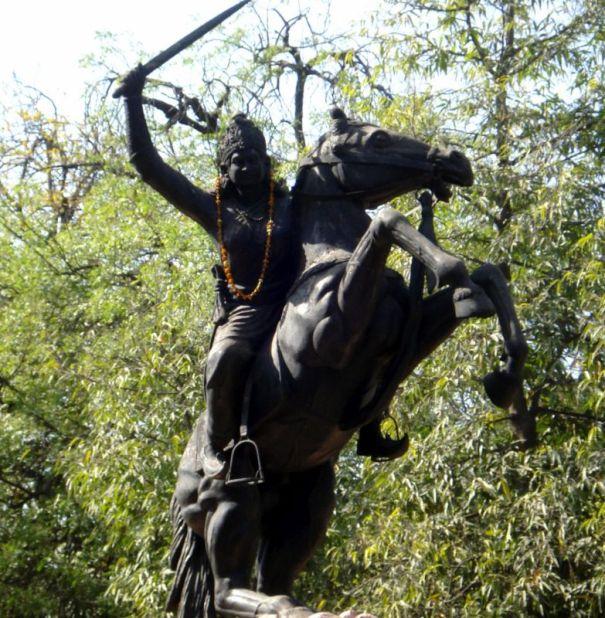 jhalkaribai_statue_at_gwalior